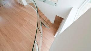 Repos med glasværn i bolig
