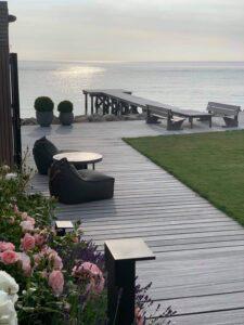 Terrasse og badebro i Vedbæk ved øresund